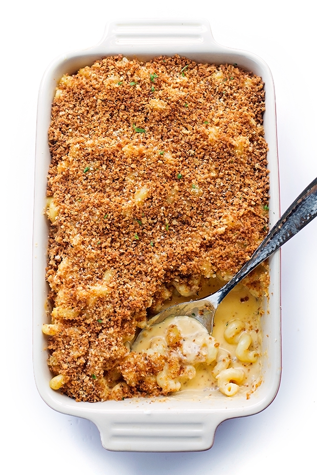Creamy Mac and Cheese - Topped with a garlic parmesan panko topping  - so sinfully delicious! #macaroni #macandcheese #macaroniandcheese | Littlspicejar.com
