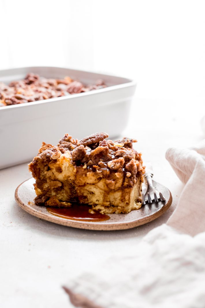 Pumpkin French Toast Casserole - This recipe is super friendly to make ahead of time and perfect for entertaining brunch guests of for Saturday morning breakfast! #pumpkinfrenchtoast #overnightfrenchtoastcasserole #frenchtoastcasserole #frenchtoast   Littlespicejar.com