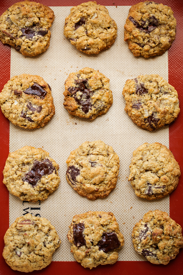 Loaded Dark Chocolate Chip Oatmeal Cookies - Soft, chewy and bursting with melted chocolate and flakes of sea salt. These cookie and sinfully delicious! #oatmealcookies #chocolatechunkcookies #chocolatechipcookies #cookies | Littlespicejar.com