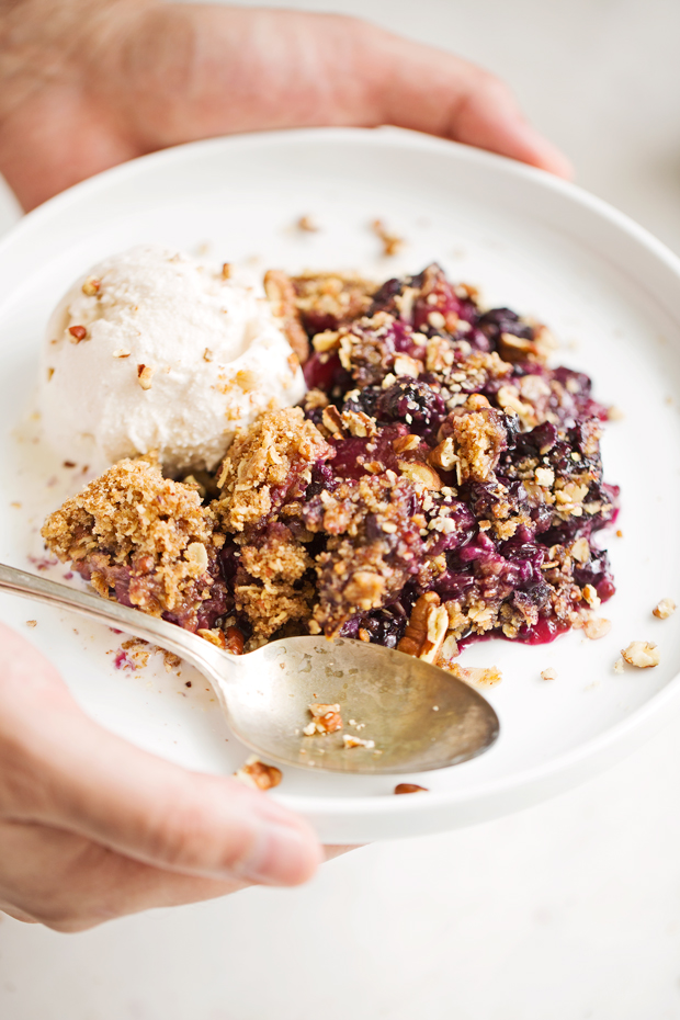 Blueberry Peach Crisp - A super summery dessert topped with a pecan and oat crumble #blueberrycrisp #peachcrisp #blueberrycrumble #peachcrumble   Littlespicejar.com