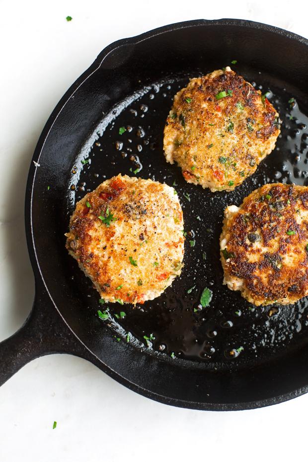 Salmon Burgers with Cajun Remoulade Sauce - A simple salmon burger that tastes gourmet! Topped with homemade remoulade sauce! #salmonburger #remouladesauce #salmoncakes #salmonpatties | Littlespicejar.com