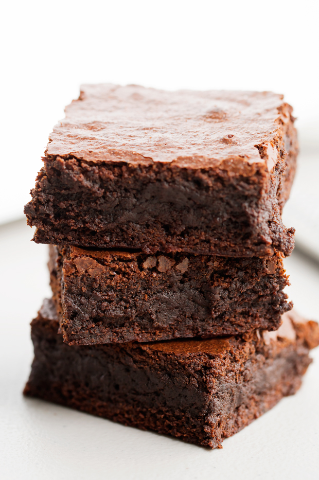 Starbucks Copycat Espresso Brownies - made with real ground espresso beans! These brownies are sooo fudgy! #brownies #starbucks #espressobrownies   Littlespicejar.com