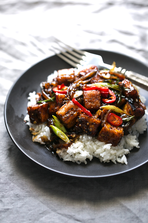 Black Pepper Tofu Stir Fry - A quick vegan dinner made with crispy pan ...