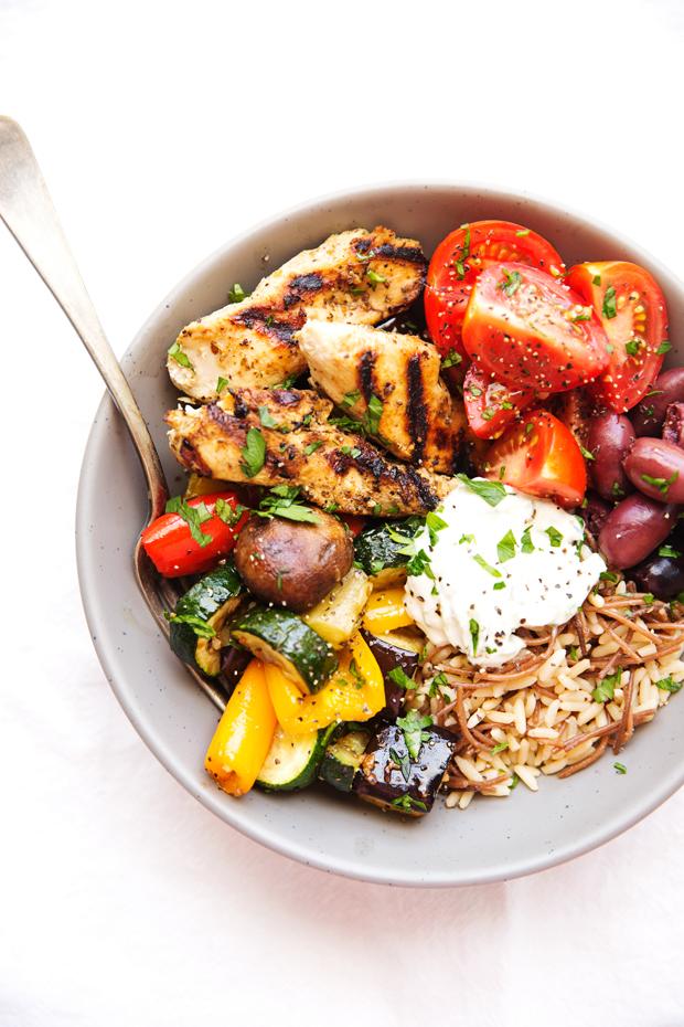 Greek Chicken Souvlaki Bowls with Roasted Veggies - A simple #mealprep meal made with grilled souvlaki chicken tenders, homemade tzatziki sauce, and roasted veggies! SO easy and SO delicious! #greekchicken #grilledchickentenders #chickensouvlakibowls #chickensouvlaki | Littlespicejar.com