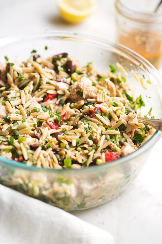 Mediterranean Tuna Orzo Summer Salad - A quick and easy summer salad using mostly pantry ingredients. This salad is hearty and healthy enough to keep you full for hours! Also ideal for #mealprep. #pastasalad #mediterraneansalad #orzosalad #tunasalad | Littlespicejar.com