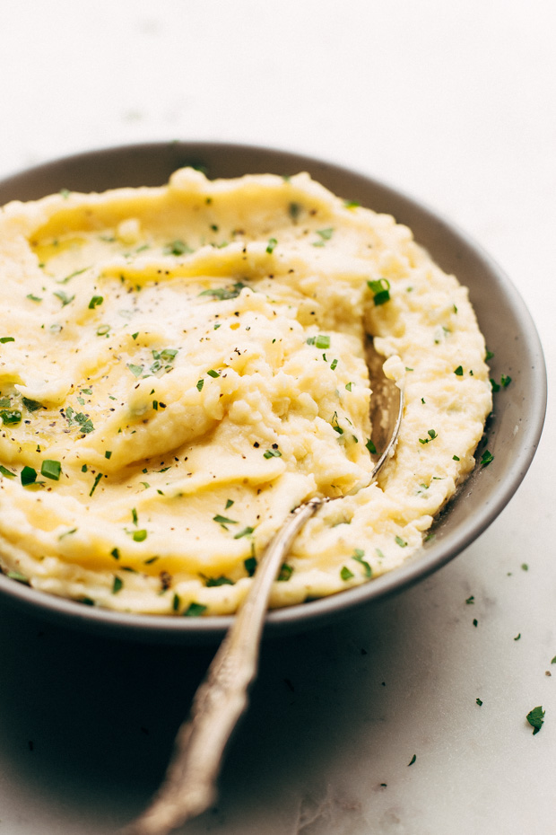 Seriously Amazing Cheddar Mashed Potatoes - a quick and easy recipe that's perfect for weeknights and even better for holidays! #cheddarmashedpotatoes #mashedpotatoes #thanksgiving   Littlespicejar.com