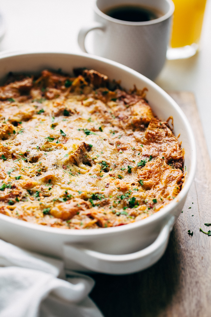 Sun-dried Tomato Basil Breakfast Casserole (Strata) - this is a make ahead casserole that's perfect for brunches and tastes just a margarita pizza! Add pepperoni or crumbled sausage for a complete meal! #breakfastcasserole #breakfastbake #strata #savoryfrenchtoastcasserole | Littlespicejar.com