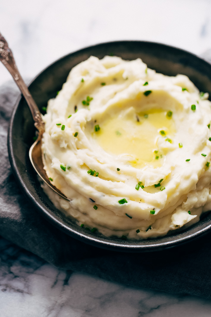 20 Minute Garlic Herb Instant Pot Mashed Potatoes - these mashed potatoes are loaded with flavor and require simple ingredients you've probably already got in your refrigerator. #instantpotmashedpotatoes #mashedpotatoes #instantpot #pressurecookermashedpotatoes | Littlespicejar.com