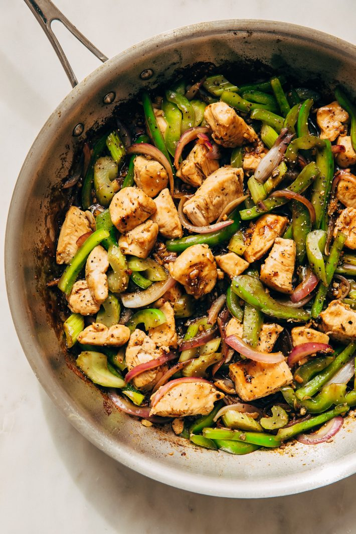 Black Pepper Chicken Stir Fry - Learn how to make a simple chicken stir fry with veggies all under 25 minutes and it's perfect for MEAL PREPPING! #blackpepperchicken #chickenstirfry #chickenandveggiestirfry #stirfry | Littlespicejar.com
