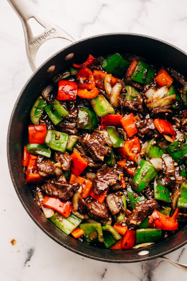 Garlic Lovers Pepper Steak Stir Fry - An easy Stir Fry recipe that's better than take out! Loaded with peppers, onions, steak, and sauce. #peppersteak #peppersteakstirfry #beefstirfry #steakstirfry | Littlespicejar.com