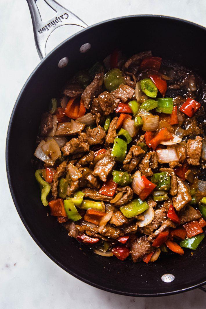 pepper steak in black saute pan