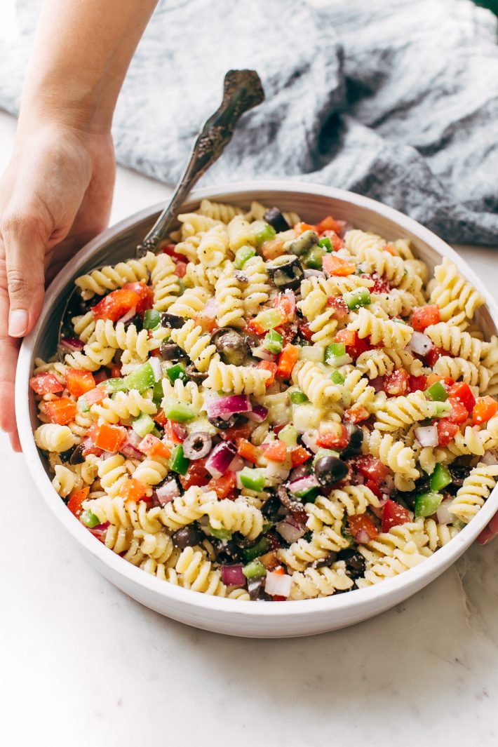 California Pasta Salad - made with homemade roasted garlic Italian dressing and tons of yummy salad toppings! Perfect for potlucks or picnics! #pastasalad #californiasalad #salad #spaghettisalad #potluck #choppedsalad | Littlespicejar.com