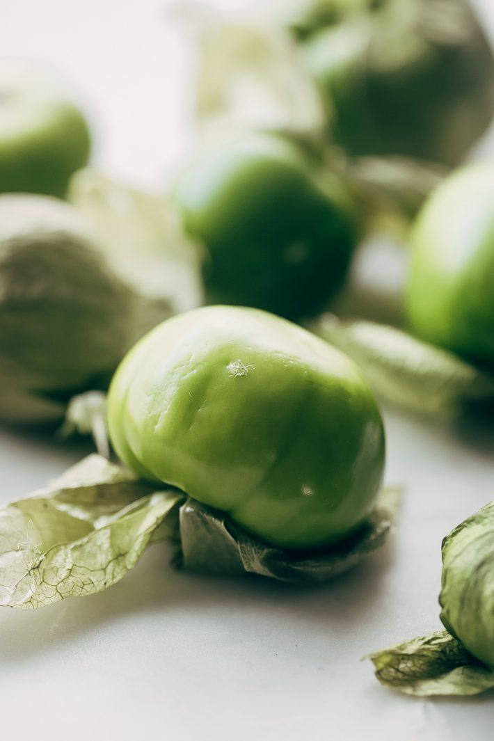Creamy Guacamole Salsa - An easy avocado dip that tastes just like Mama Ninfa's Green Sauce. Serve with chips or dollop on tacos! #greensauce #mamaninfas #avocadodip #guacamolesalsa   Littlespicejar.com