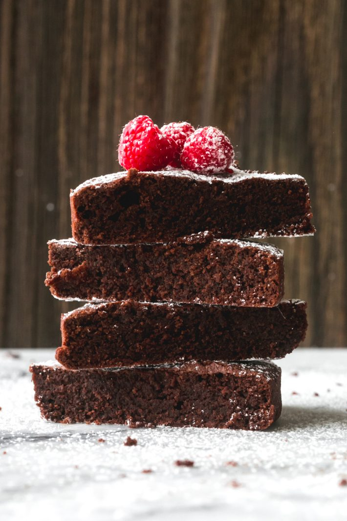 Flourless Chocolate Cake (Caprese Cake) - Learn how to make the famous Caprese cake that's naturally gluten-free! This chocolate torte is easy and so yummy! #glutenfree #glutenfreedessert #chocolatecake #flourlesschoclatecake #tortacaprese #capresecake | Littlespicejar.com