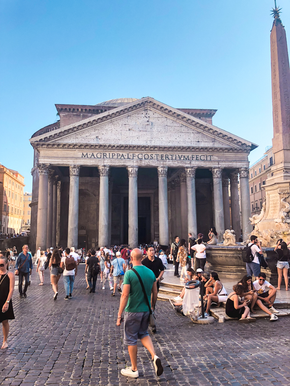 picture of the Pantheon from a distance
