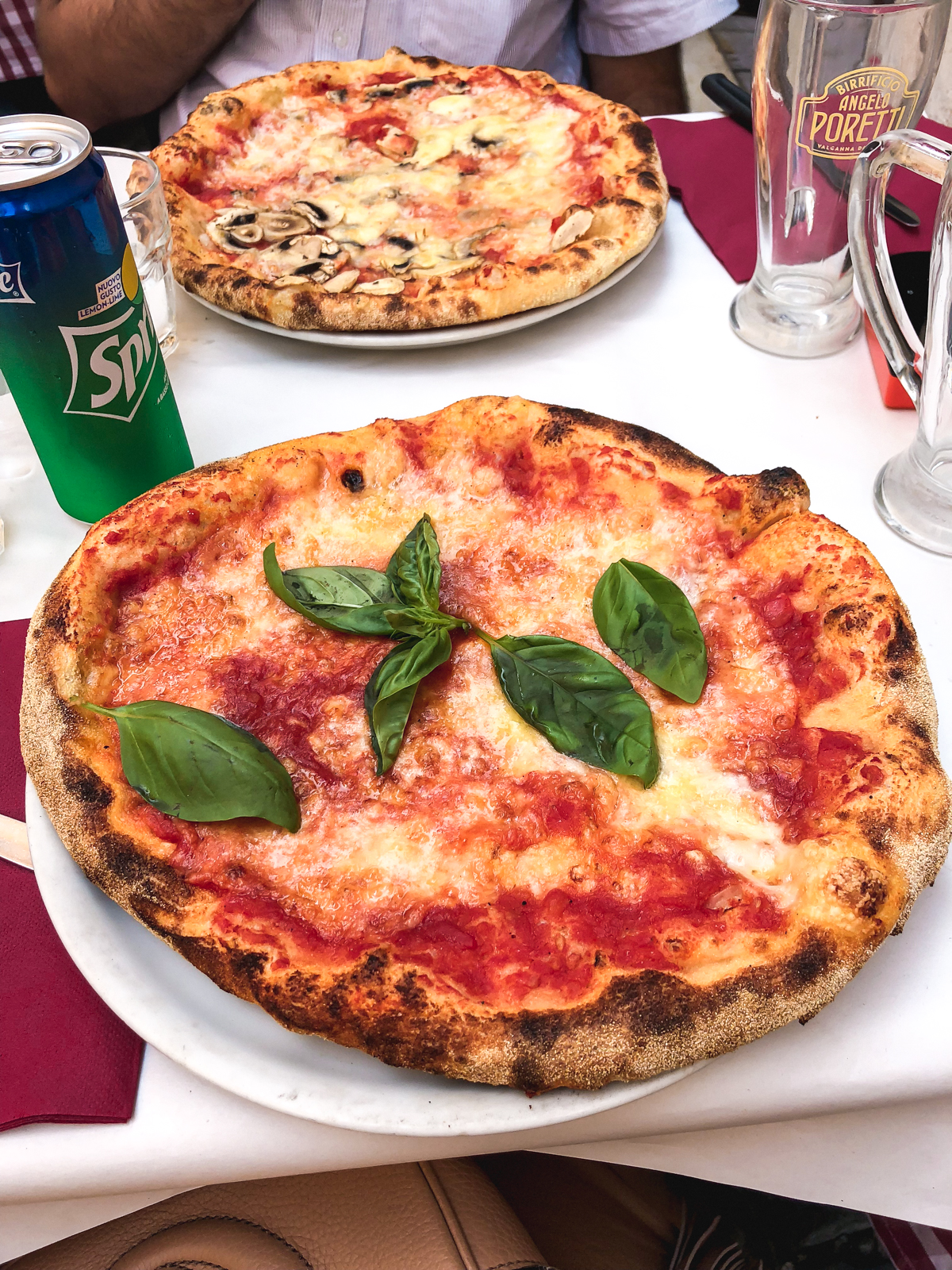 margherita pizza and fungi pizza from Dar Poeta
