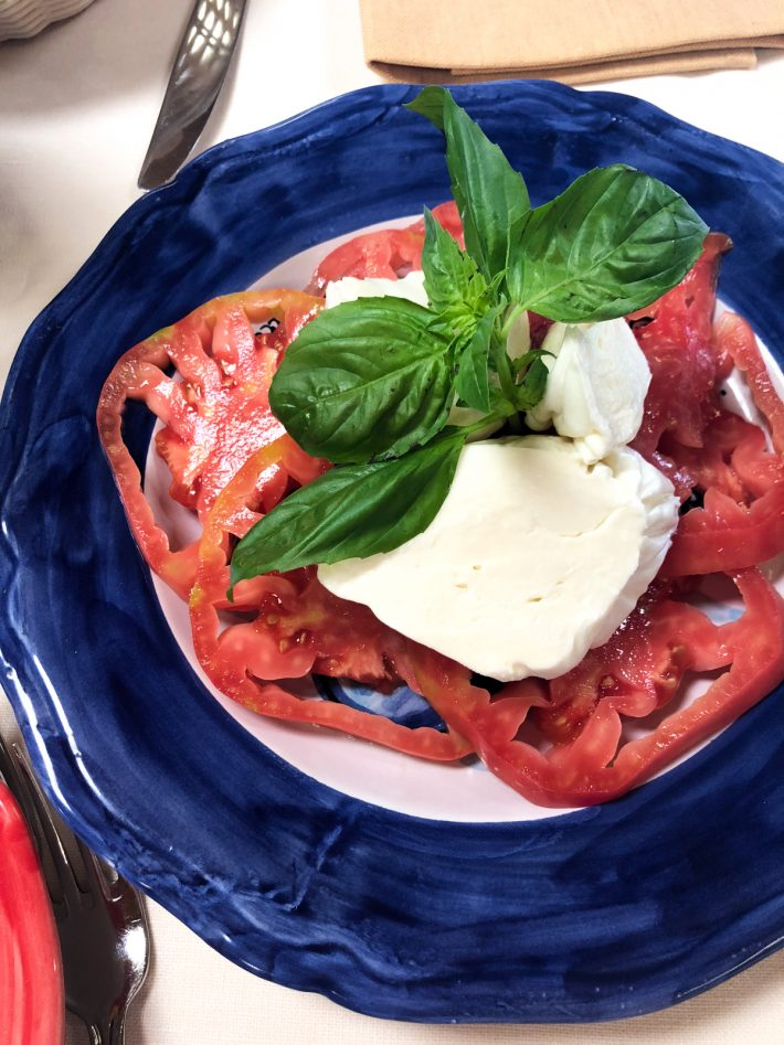 All the things you should see, do and eat if you're heading to Naples, Capri, or Positano this summer! My Positano travel diary includes restaurant recommendations and things to keep in mind when you're visiting! #positano #amalficoast #italy #capri #thingstodoinpositano   Littlespicejar.com