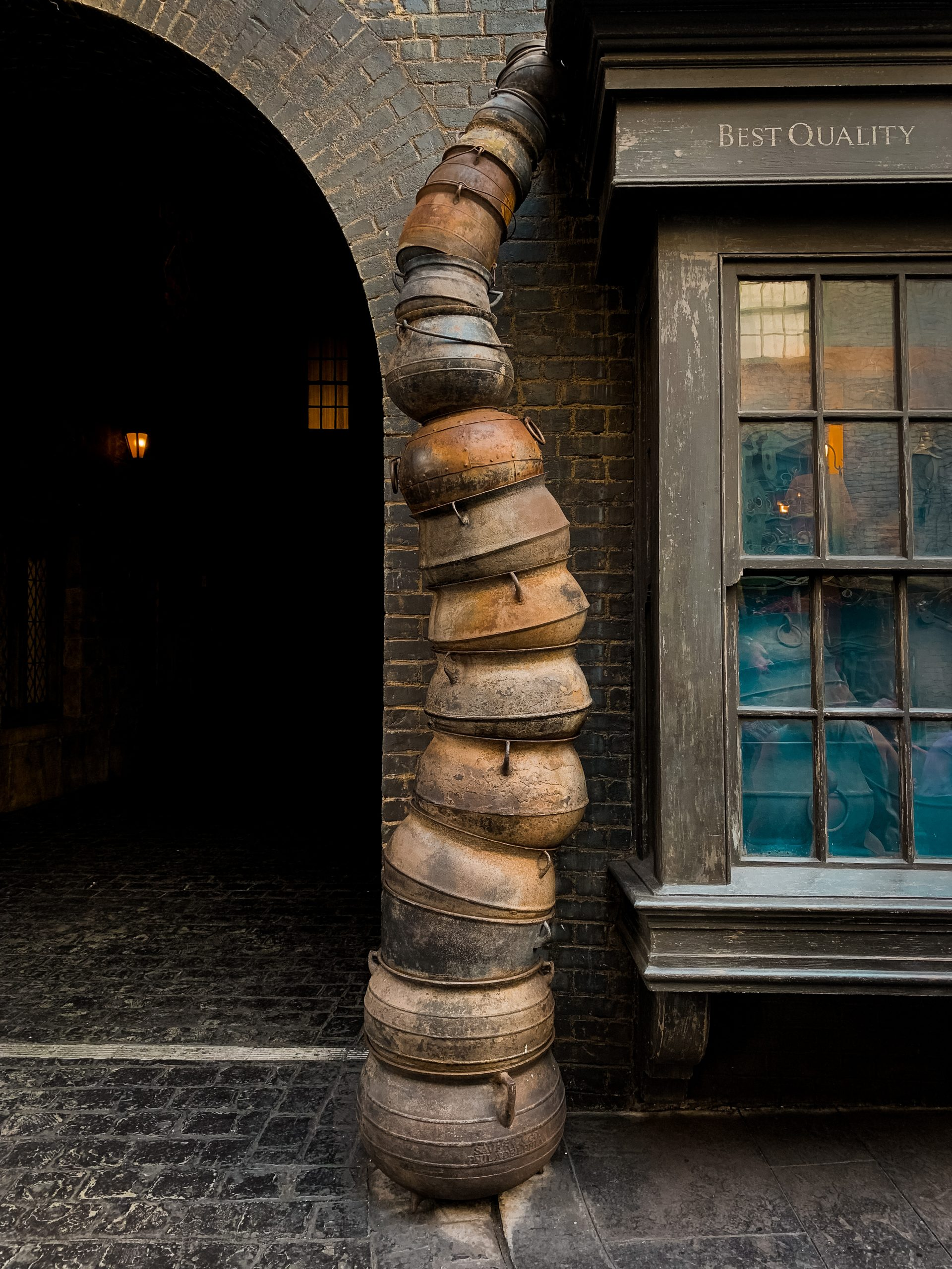A tower of cauldrons outside Knockturn Alley at the Wizarding World of Harry Potter