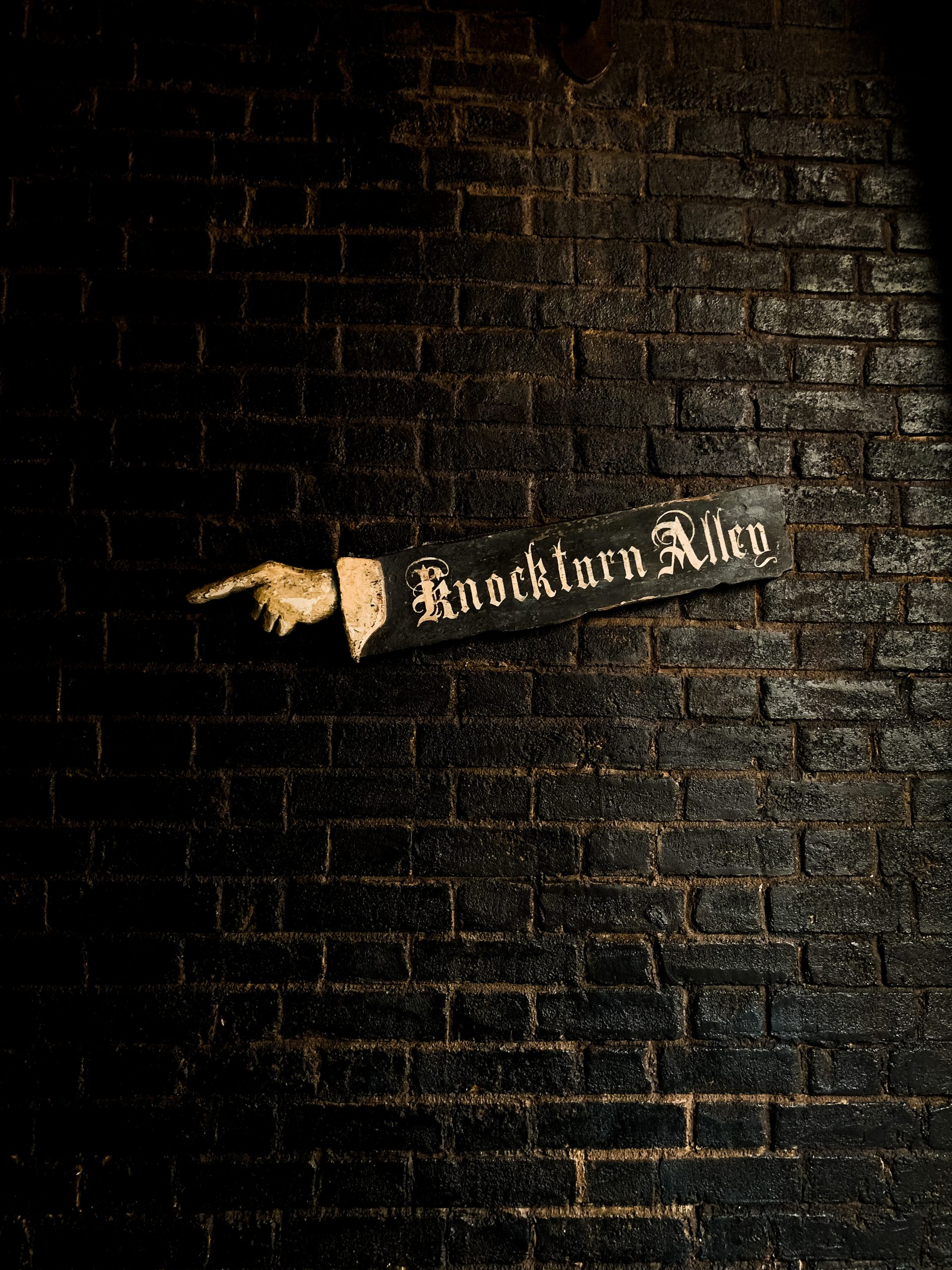 entry to Knockturn Alley at the Wizarding World of Harry Potter Universal Orlando
