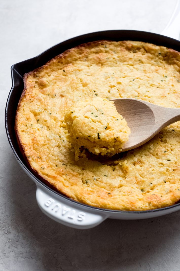 Garlic Cheddar Chive Spoonbread - a simple Thanksgiving recipe that requires 5 minutes or presswork! #cornpudding #spoonbread #thanksgiving #sidedishes #christmas #thanksgivingsides | Littlespicejar.com