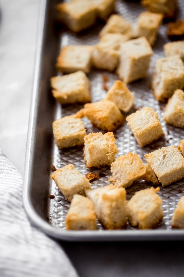 Toasted bread cubes