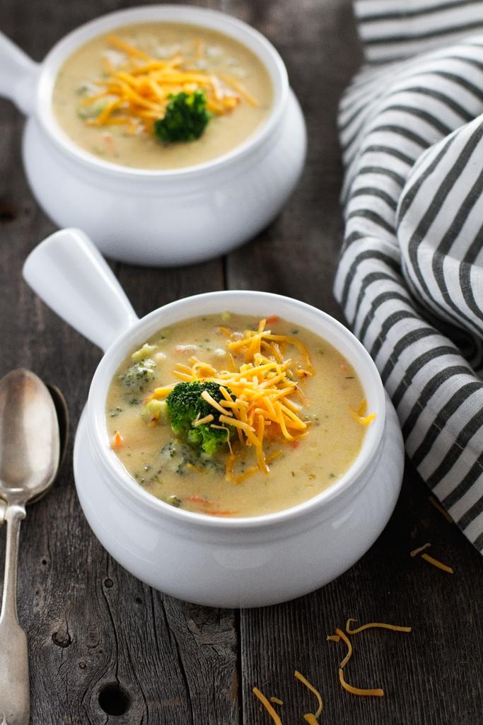 ˆCreamy Broccoli Cheese Soup