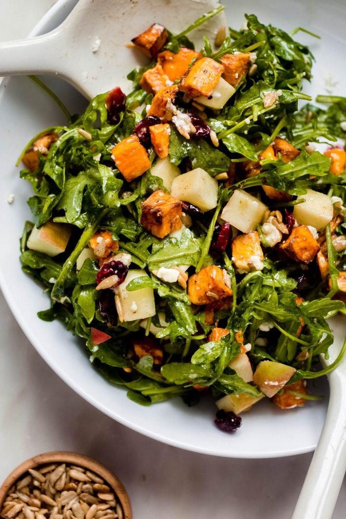 Nahaufnahme von Apfelsüßkartoffelsalat