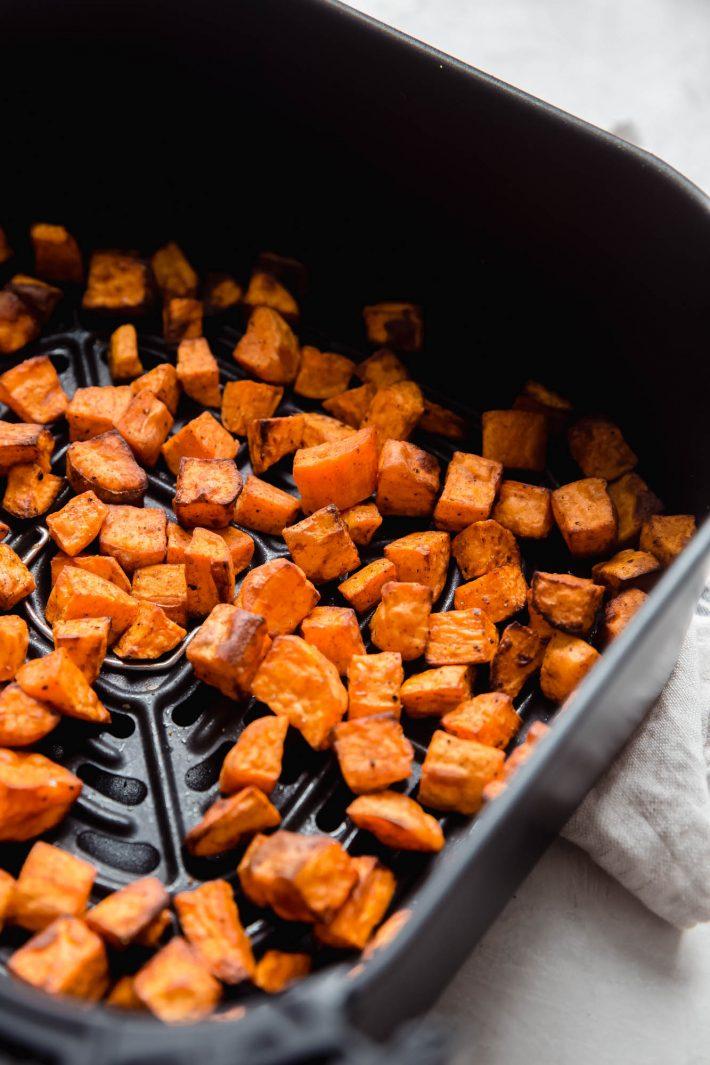geröstete Süßkartoffeln in der Luftfritteuse
