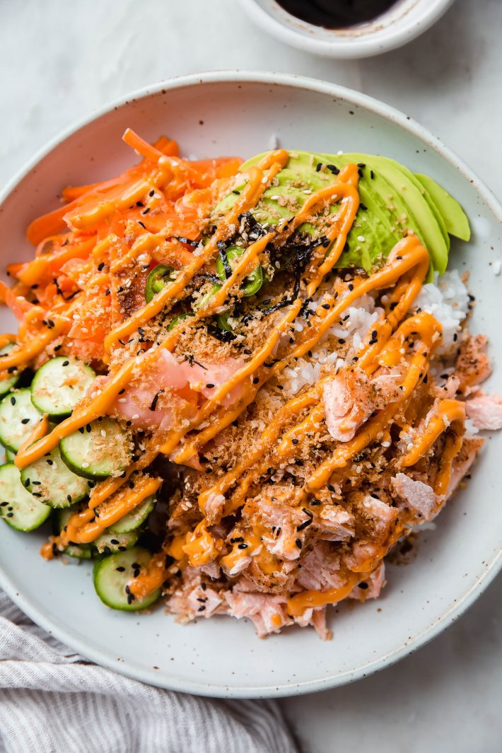 salmon sushi bowls topped with everything