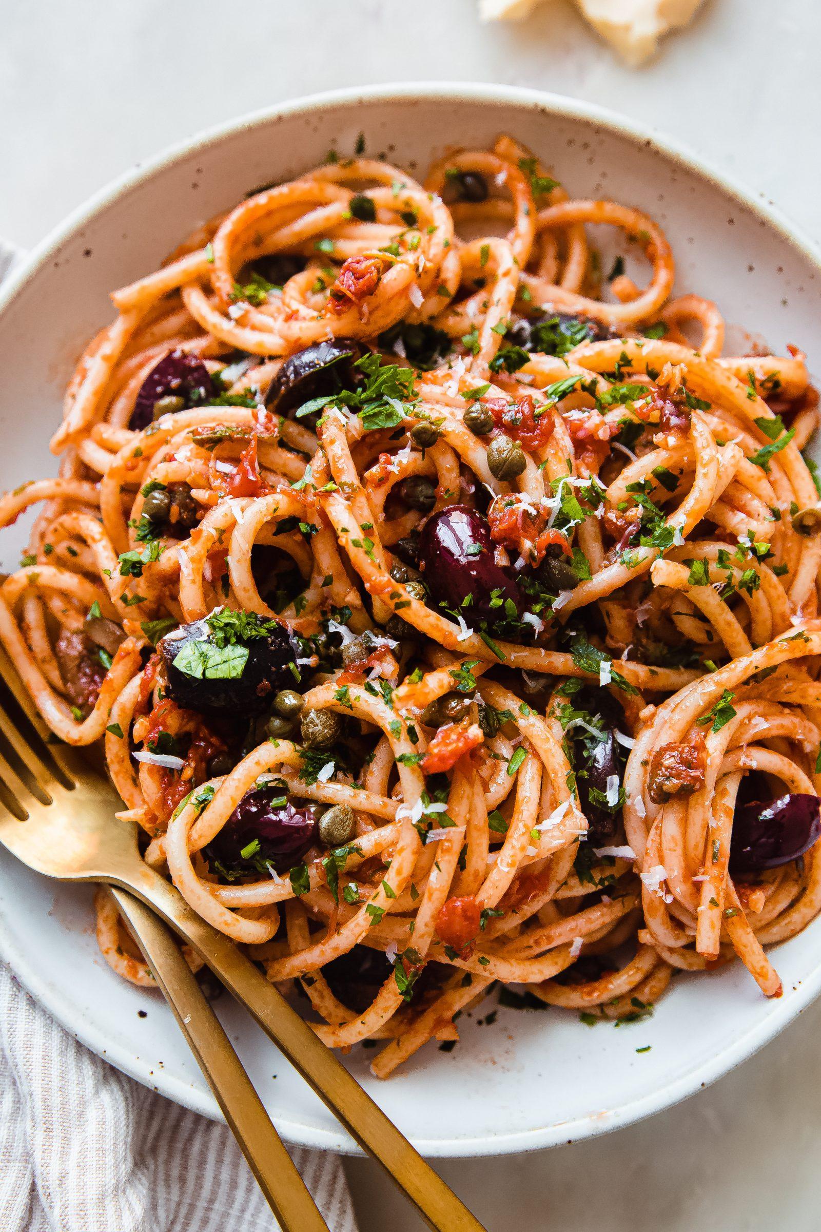pasta puttanesca in speckled plate
